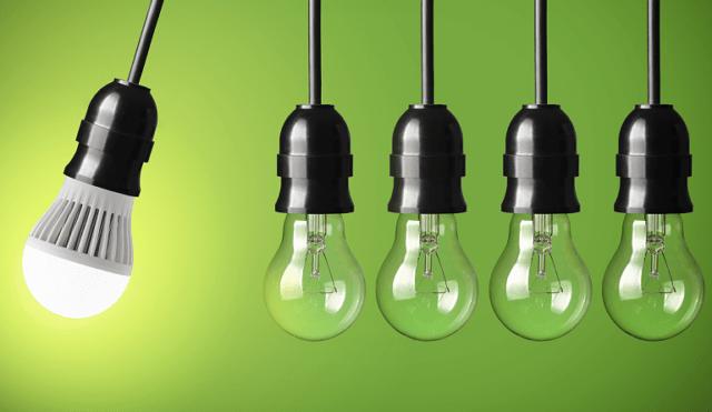 žarulje na zelenoj podlozi