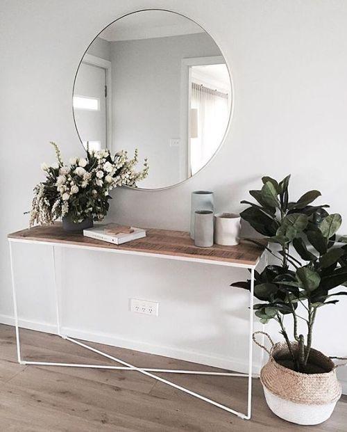 ogledalo u hodniku