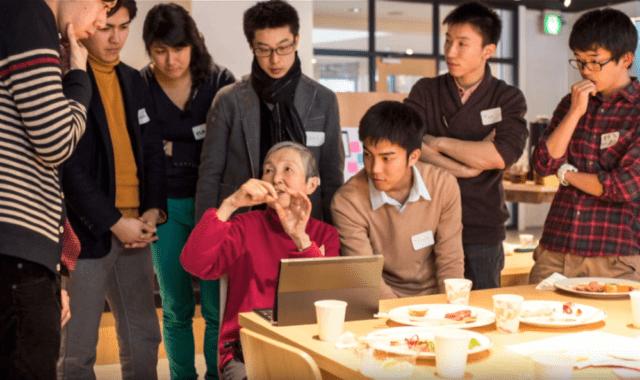83-godišnja programerka uči mlađe generacije