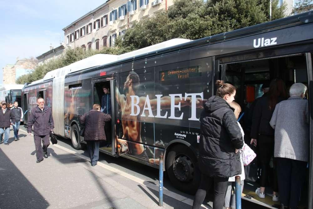 Kazališni autobus (1)
