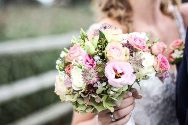 vjenčanje buket poljskog cvijeća