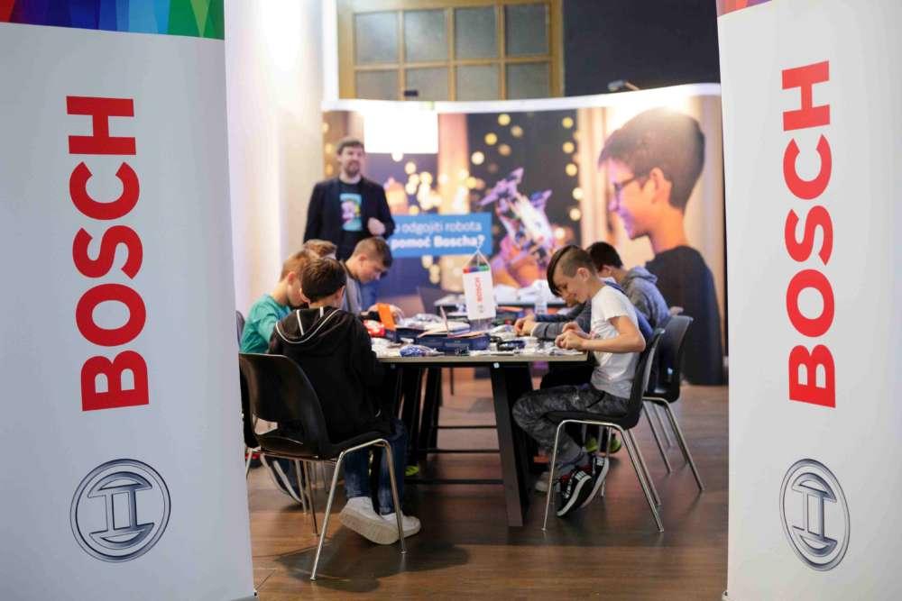 Djeca SOS Djecjeg sela Hrvatska u sklopu Festivala znanosti sastavljaju robote