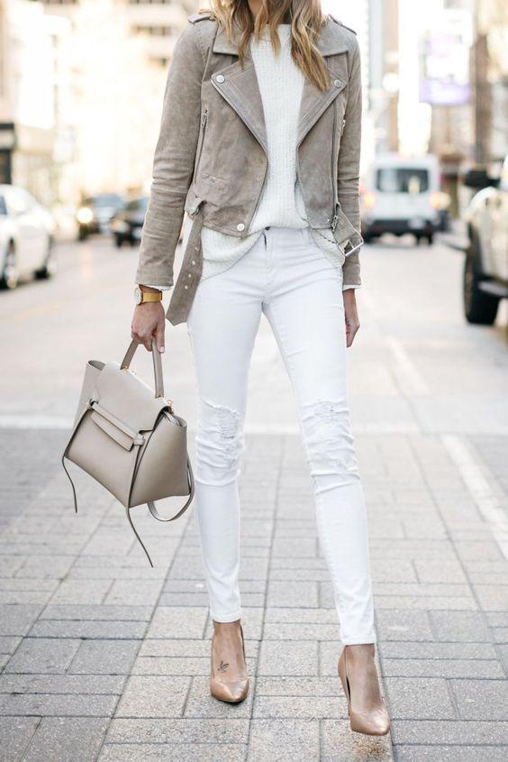 bijele hlače i majica