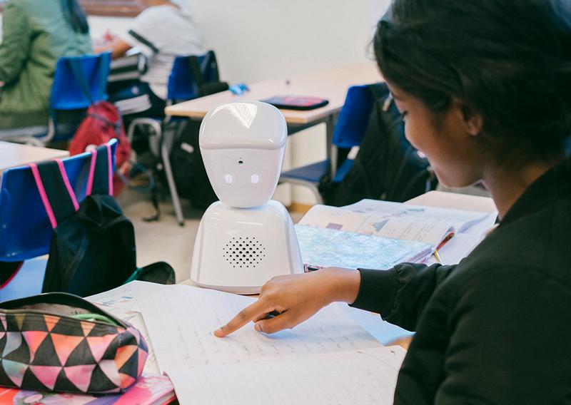 Robot koji zamjenjuje bolesno dijete u školi