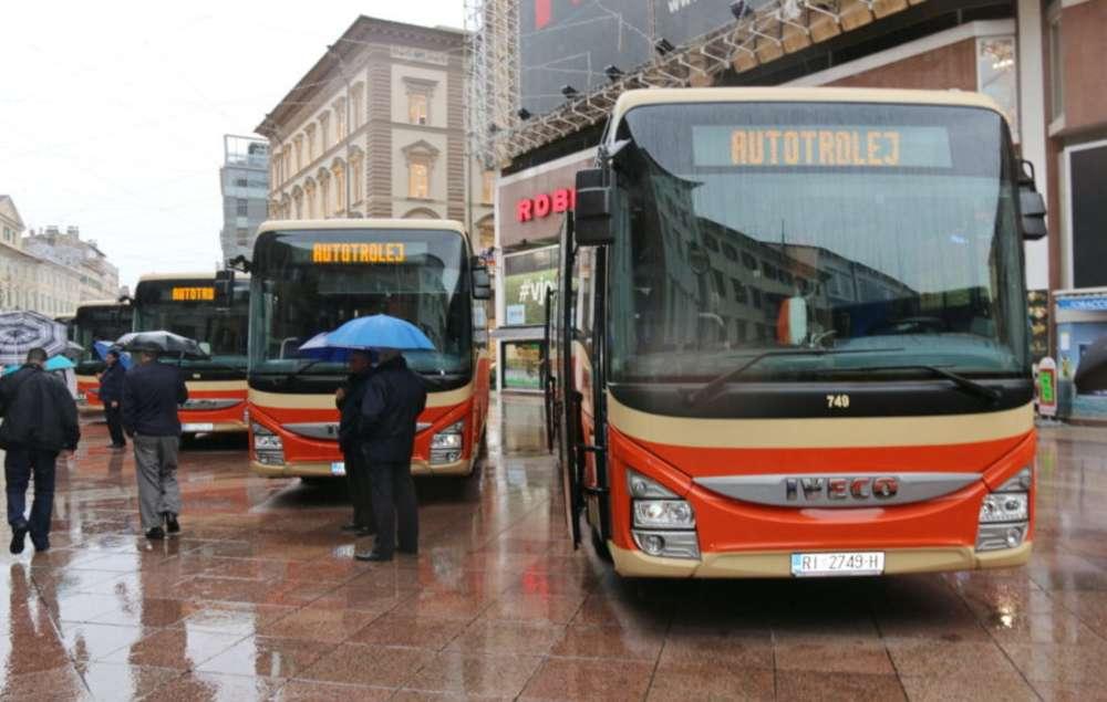 120-godina-javnog-gradskog-prijevoza-u-Rijeci-–-Autotrolej-prezentirao-nove-autobuse-11-900×600-2400x1524_c