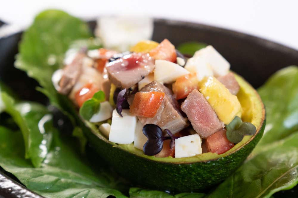 salata od tune, kozjeg sira i avokada