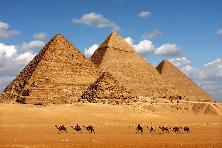 egypt-cairo-pyramids-of-giza-and camels-2