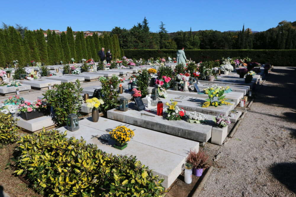 Obilazak-novoizgrađenih-grobnih-mjesta-na-groblju-Drenova-6