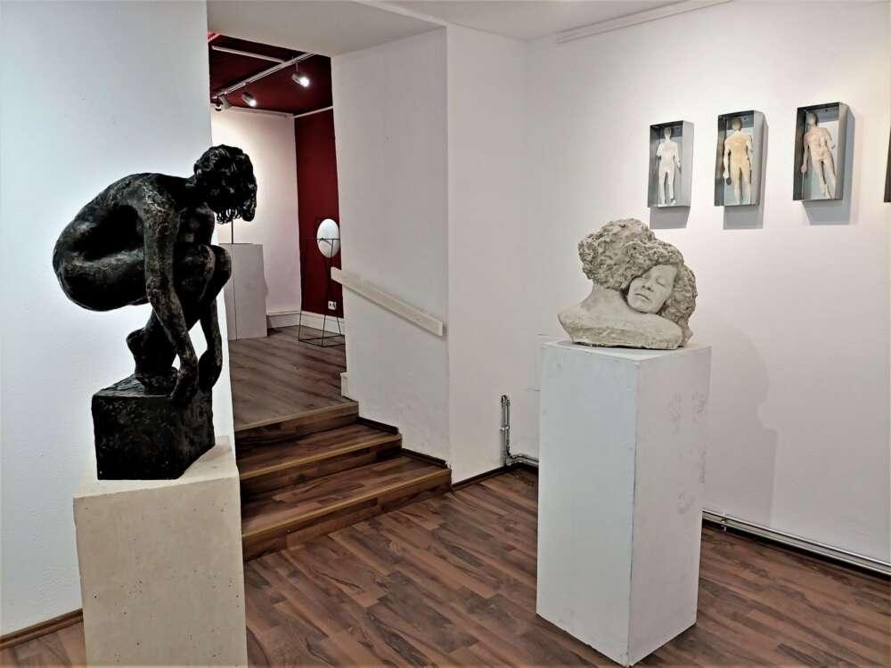 Gđa kipar interijer galerije Tart m