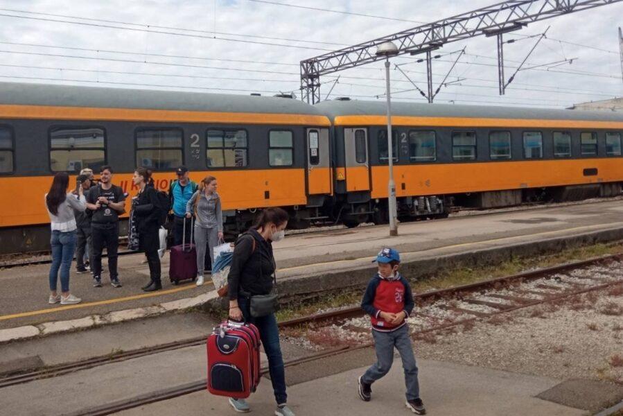 Prvi-sezonski-vlak-RegioJeta-u-Rijeci-2021-2-899×600